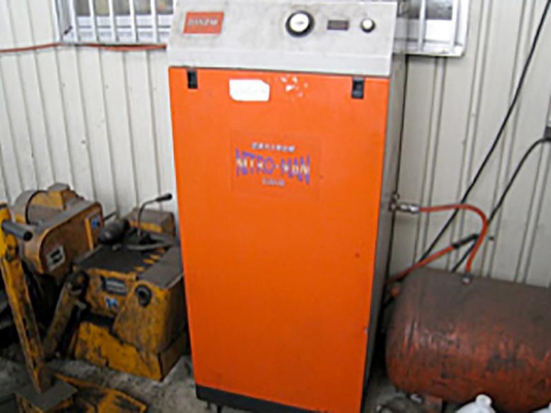 窒素注入機(タイヤ空気入れ)